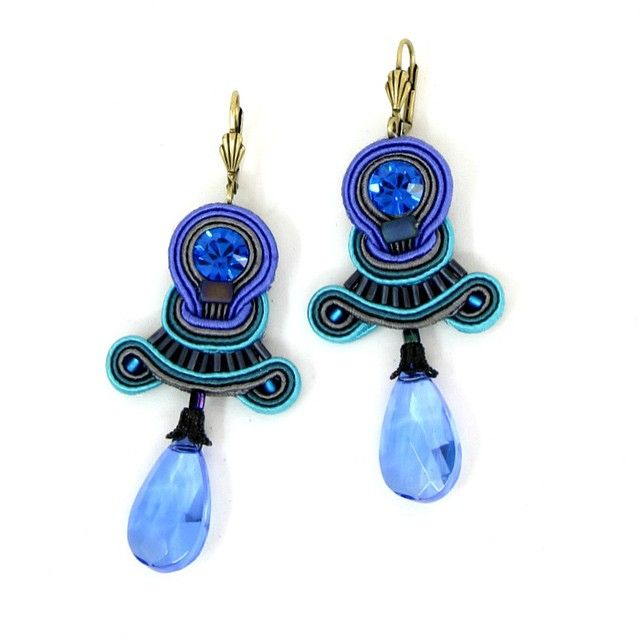 Dive into the blue... #doricsengeri #blue #earrings #smallearrings #jewelry #accessories #casual #daytoevening #turquoise #chic #styling