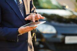 Le logiciel optimisation de tournée de Sphinx Manager permet de calculer l'itinéraire le plus approprié pour visiter un nombre de points prédéterminés en réduisant au mieux les temps de déplacement et les distances parcourues. L'on pourra aussi parler d'optimisation des déplacements  Ce logiciel optimisation de tournées permet donc de visiter plus de clients, de diminuer la consommation de carburant, ainsi que l'usure des véhicules, des pneus, etc.