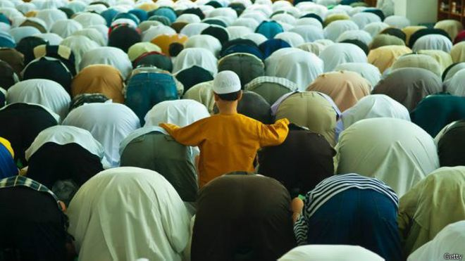 Como a agitada Dubai se transforma durante o Ramadã - BBC Brasil