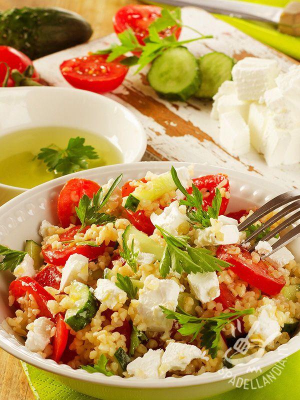 L'Insalata di grano saraceno alla greca è un piatto con alte proprietà nutritive grazie al suo ingrediente principale, il grano saraceno, molto salutare!