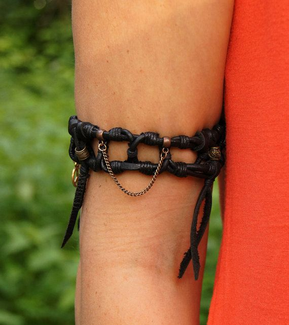 Bracelet Insight made of leather and wax cords and metal elements.