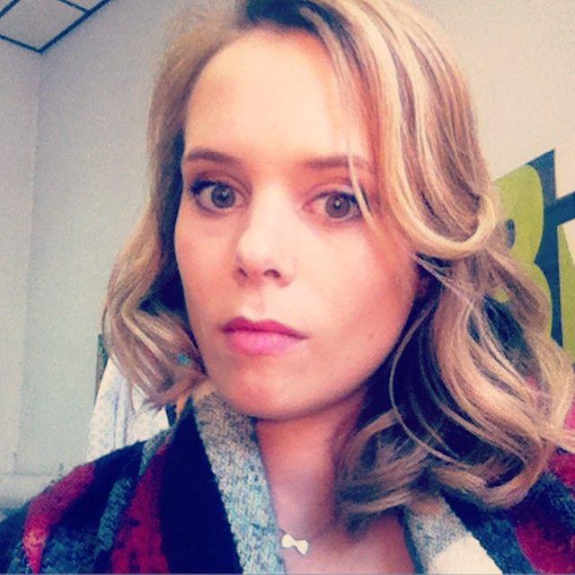 #bouclée sur un #tournage #tf1 #curlyhair #doggystyle #wavy #hair