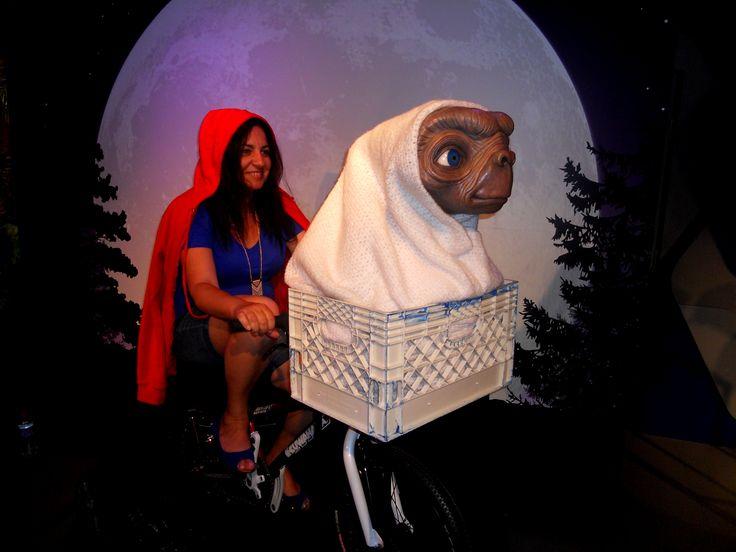 Era só o que me faltava... Fugir com um ET na garupa de uma bicicleta