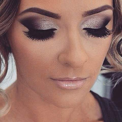 Silver smokey eyes.  Somehow I don't think I could get my eyes to look like that.                                                                                                                                                     More