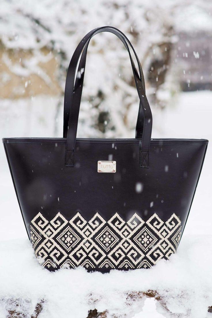Winter's tale with black leather iutta bag.#iutta #iuttabags #romania #bag #tradition #art #folkart #folklore #folk #art #motifs