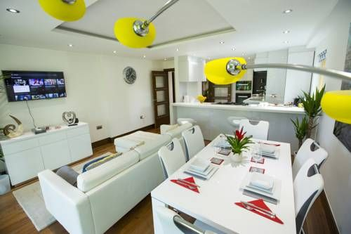 Centurion Bespoke Serviced Apartments London Featuring free WiFi, Centurion Bespoke Serviced Apartments offers accommodation in London. Olympic Stadium is 6 km away. Free private parking is available on site.  All units are air conditioned and feature a seating and dining area.