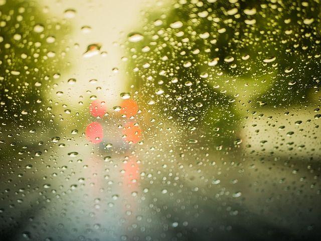 Pixabayの無料画像 - 雨滴, 雨, ビーズ, ウェット, ガラス, オフを実行します