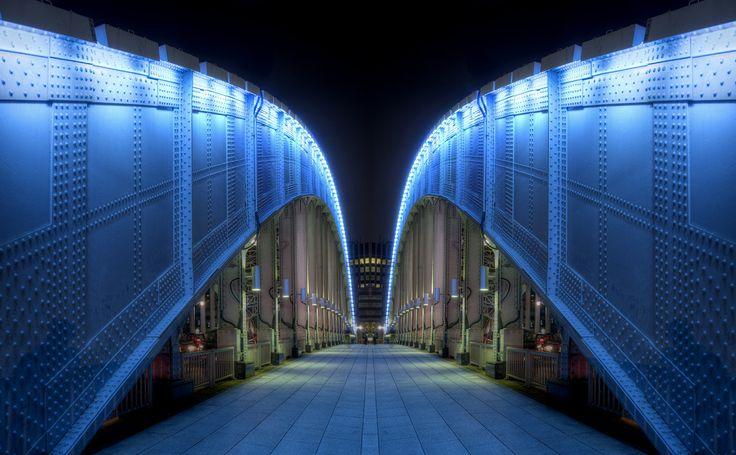 Symmetrical bridge