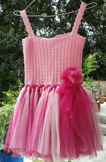 Crochet tutu dress. Material ☆top: mabel yarn ☆tutu : glitter tule. Size ☆ top chest 31cm (adjustable) ☆ tutu 30 cm long