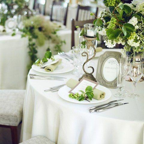 ルージュ:ブラン(Rouge Blanc)|結婚式場写真「ゲストのテーブルコーディネートにもこだわりを。テーブルクロスの色やナフキンの色、お花まで、全ておふたりのお好みで。」 【みんなのウェディング】