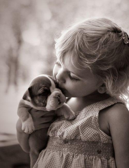 AAAAAAHHHHH: Bulldogs Puppies, Little Girls, Boxers Puppies, Little Puppies, Best Friends, English Bulldogs, Baby Girls, Sweet Kiss, Baby Puppies