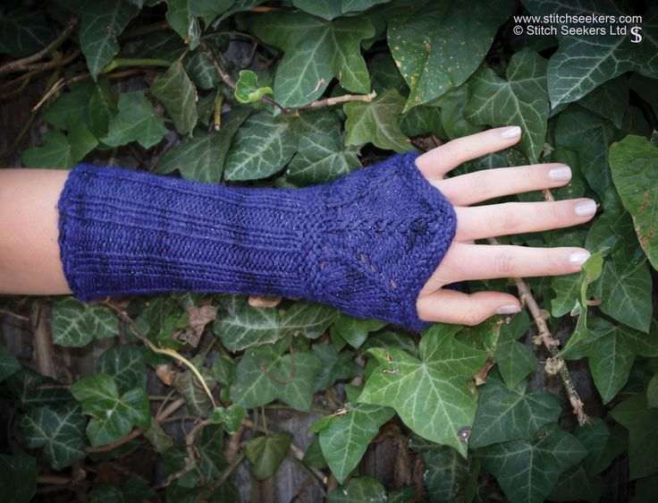 Elegant Tyranny - quick knitted armwarmers made in DK/8ply yarn. www.stitchseekers.com #editionone