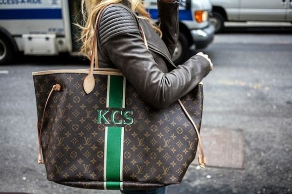 I don't really care for LV bags because they're so ubiquitous, but a personalized LV just might suit my style.