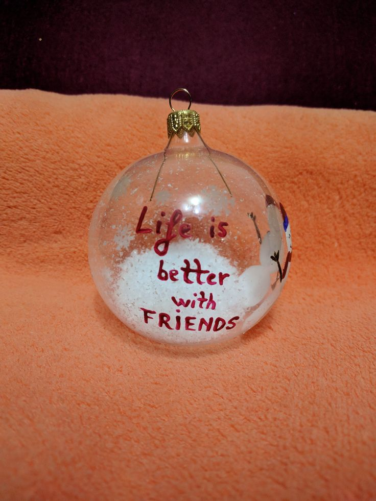 Glob pictat manual  Friends Life is better with friends #christmasdecoration #paintedglobes #friends #labuhuhu