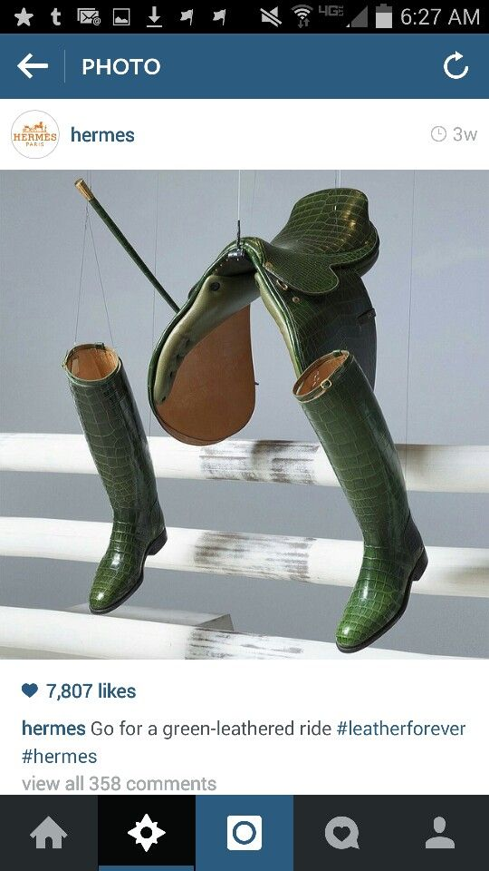 Hermès Emerald Green Alligator saddle boots and crop!
