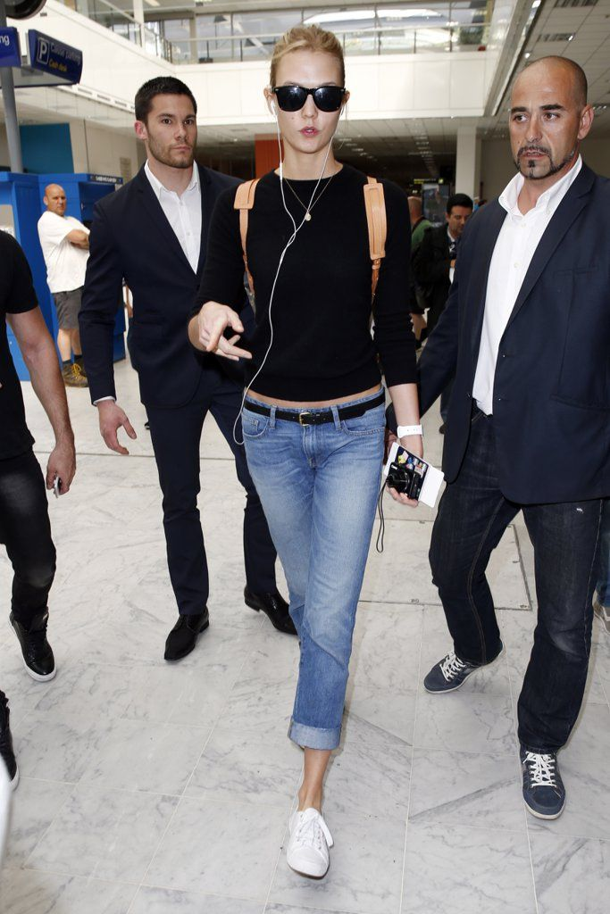 Karlie Kloss Wore Cropped Boyfriend Jeans at the Airport