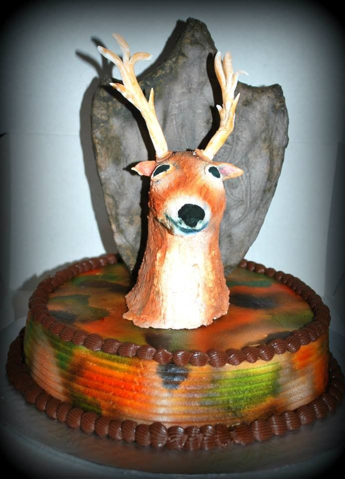 Gâteau trophé de chasse au chevreuil en glacage royal et rice crispies hunting trophy cake with deer in royal icing and rice crispies