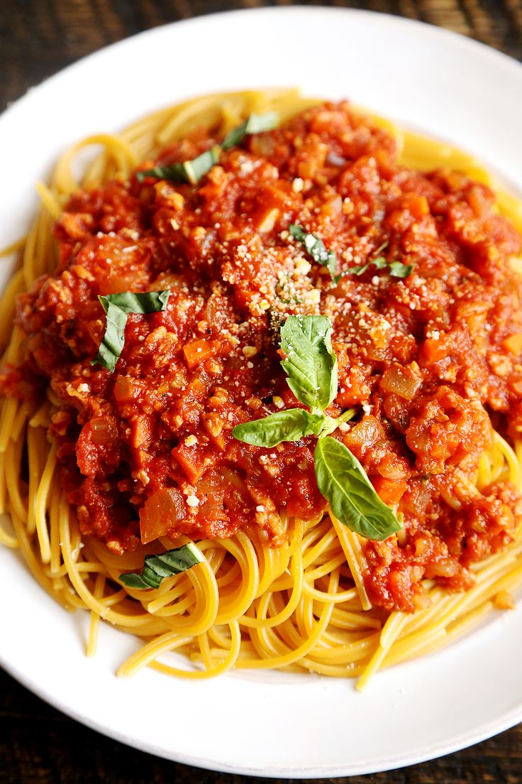 Blue apron bolognese - Spaghetti Bolognaise I Make This From Scratch Using Can Of Peeled Tomatoes And Worcestershire Sauce