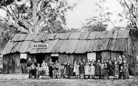 Stanthorpe in Queensland, first school house was made from bark. 1872. v@e.
