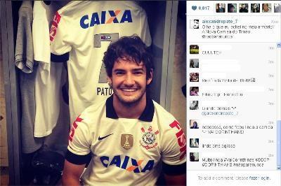 Novidade! Pato mostra nova camisa do Corinthians