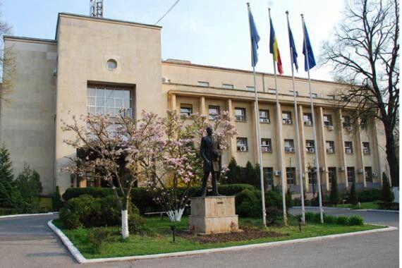 Ministerul Afacerilor Externe (MAE) salută poziţia Parlamentului European, care a instituit o clauză de reciprocitate prin care încearcă să determine Statele Unite şi Canada să elimine obligativitatea vizelor pentru cetăţenii unor ţări membre ale Uniunii Europene, între care şi cei români.