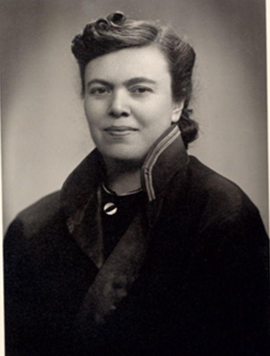 ilk kadın YARGITAY ÜYESİ 1945  Melahat Ruacan, (Aynı zamanda dünyada ilk)