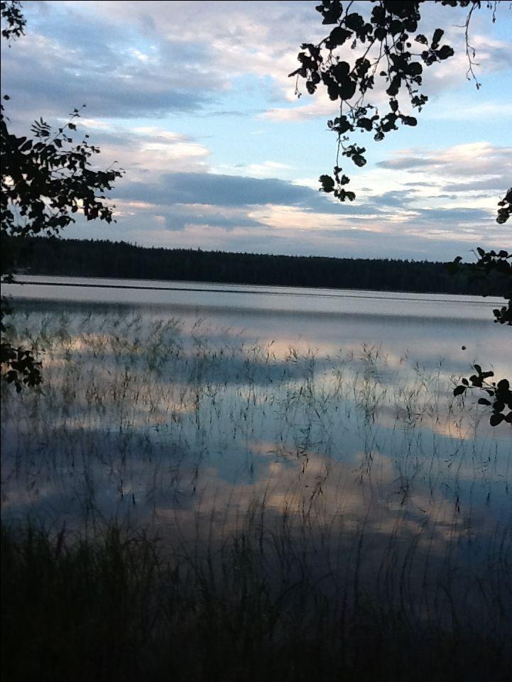 Iltapilvien heijastus Keitelejärveen kesällä 2016
