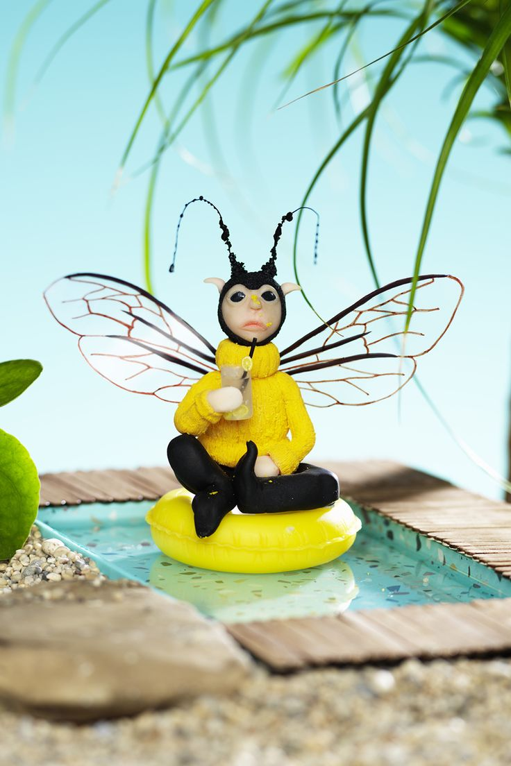 Bee made of FIMO clay www.panduro.com DIY bee