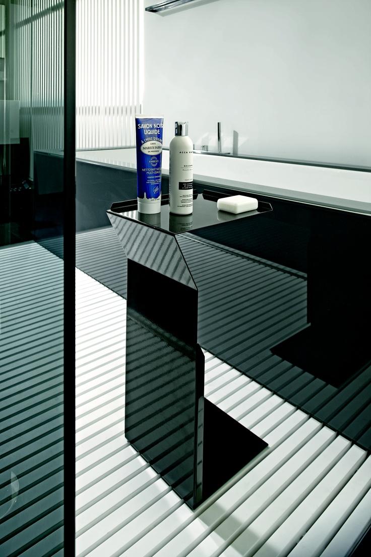 Makro: bathroom complement | detail