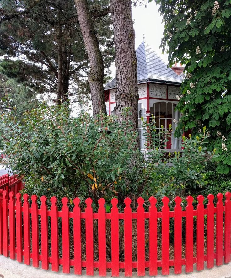 Mooi wonen in La Baule. #moto73trips.blogspot.nl #flickr #photography #travelphotography #traveller #canonnederland #canon_photos #travelblog #reizen #reisjournalist #travelwriter #reisfotografie #landschapsfotografie #instafollow #moto73 #motor #suzuki #v-strom #MySuzuki #motorbike #motorfiets #bretagne # visitfrance #atoutfrance #frankrijkfans #fb
