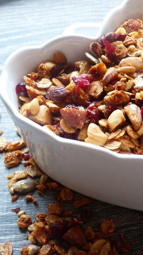 Granola aux amandes, noisettes et cranberries séchées