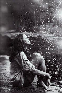Sentir...sentir....lavar teimosas lágrimas, com as gotas dágua que caem do céu.