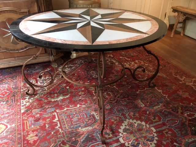 Grande Table En Fer Forge Avec Plateau En Marbre Incruste 20eme Navarro Antiques Proantic Table Fer Forge Plateau En Marbre Table Basse