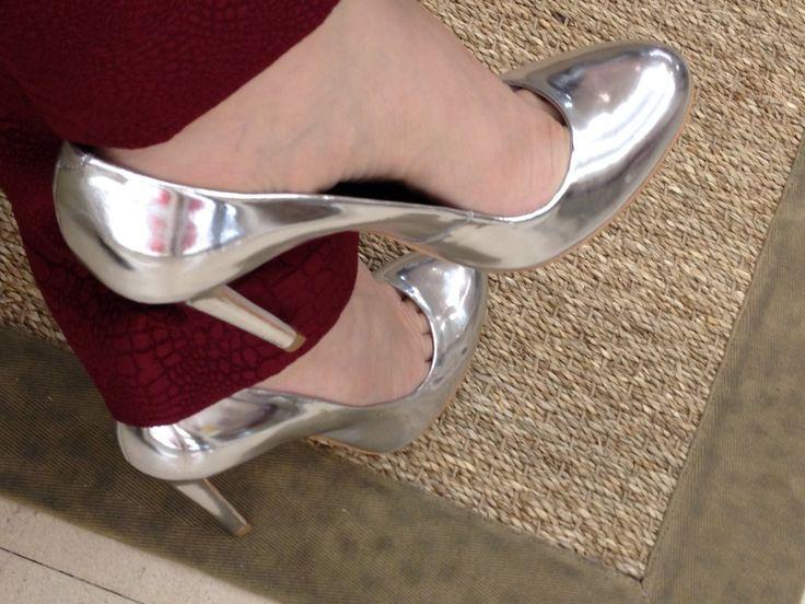 scarpin metalizado prata #guilherminashoes #summer2014 http://alessandrafaria.com/tag/sapatos-2/