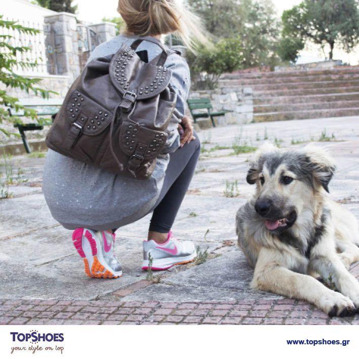 Για τη βόλτα, την εκδρομή ή το γυμναστήριο, τα ΝΙΚΕ DOWNSHIFTER είναι το νέο must-have item!  Ακόμη να τα κάνεις δικά σου;;;  Και τσάντα COO&CO FASHION:  η τέλεια επιλογή για να συμπληρώσεις το εντυπωσιακό σου sport outfit!  Παπούτσια NIKE DOWNSHIFTER