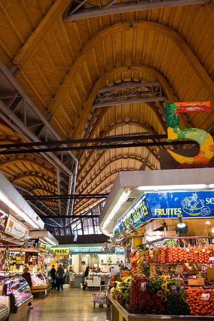 Interior del Mercado de SantaCaterina de Barcelona