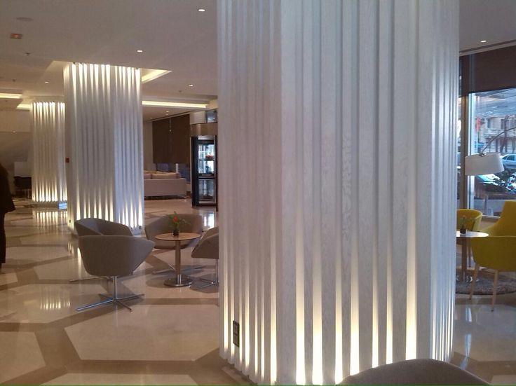 Decoración para columnas lacadas en blanco