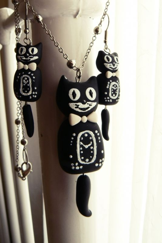 Kit Cat Clock Inspired Jewellery Set :    Oh gosh this is too cute.