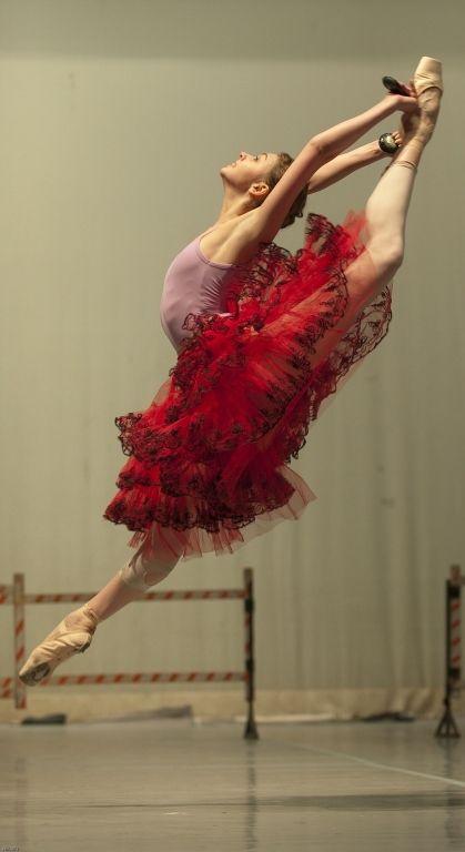 Oksana Bondareva rehearsing Don Quixote. Photo by Nikolay Krusser.