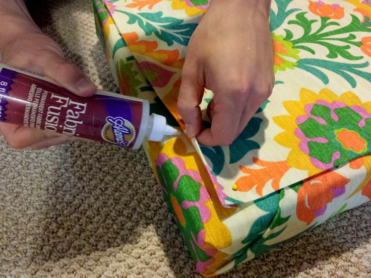 An easy cheap DIY no sew seat cushion instruction / tutorial.