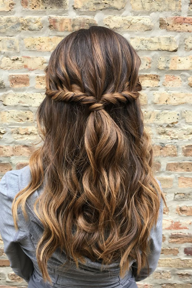 Cute Easy Half Up Half Down Hairstyle With Waves Twists Hair By Goldplaited Back To School Hairstyle Everyd Hair Styles Half Up Hair Twist Hairstyles