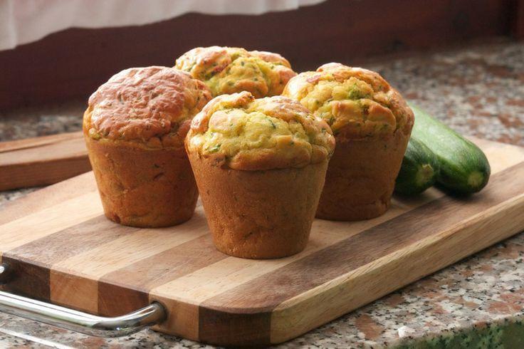 Che ne dite di preparare dei #muffin salati per il vostro #brunch? Ecco la ricetta dei muffin alle #zucchine: http://www.saporie.com/it/doc-s-135-13421-1-muffin_alle_zucchine.aspx