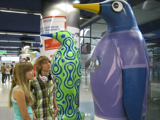 Carla y Guillermo Campra son los padrinos del pingüino diseñado por Kukuxumusu para Federación Española de Enfermedades Raras ¡Podéis colaborar mandando un SMS solidario! ;)  http://www.penguinmadrid.es