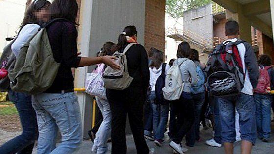 Bullismo, Venaria: a 14 anni tenta di uccidersi a scuola