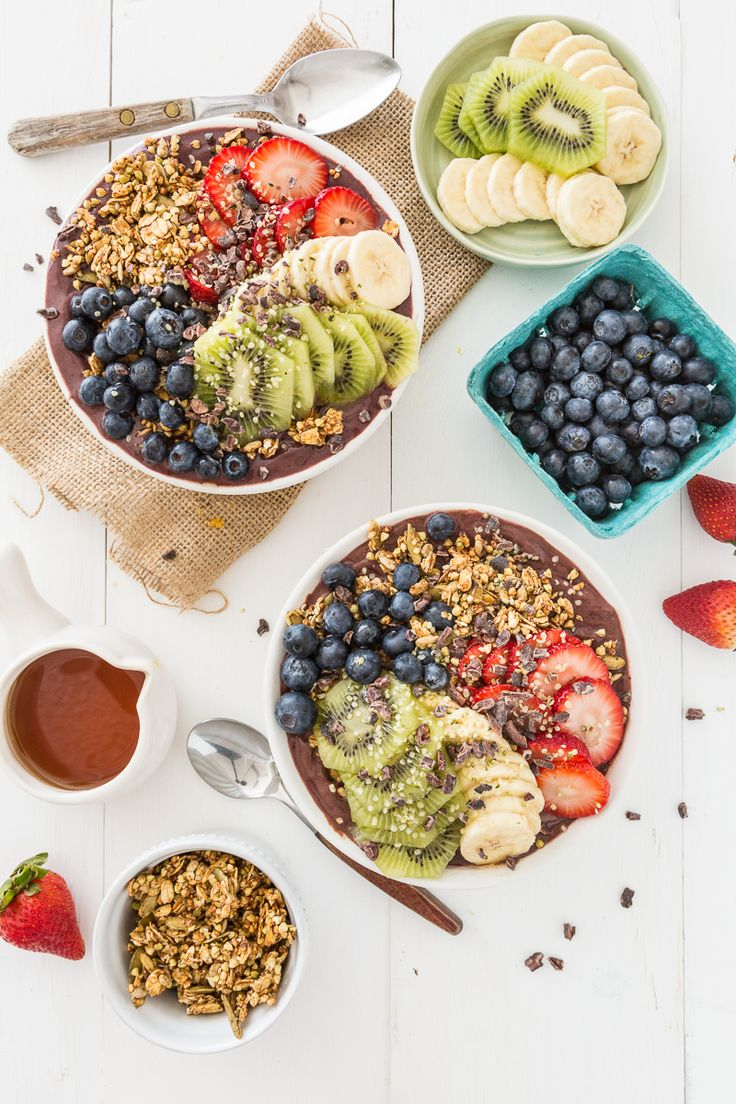 Ever since our trip to Maui when we had açai bowls for breakfast every day, the special bowl holds special memories for us so when I make them for Chris and