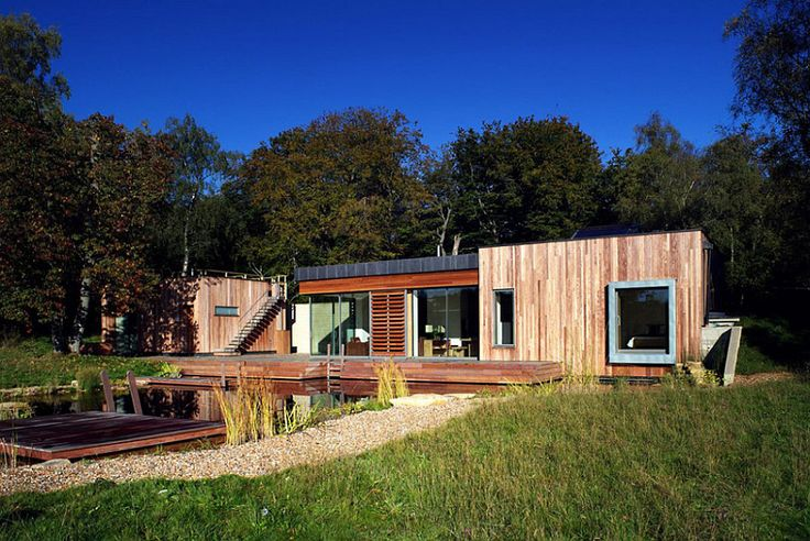 One would assume that building a stylish and soothing retreat in a place like the New Forest National Park in UK is a delicate balancing act. Not only does