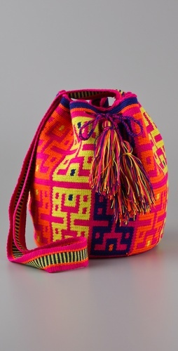 Susu Bag by Wayuu Taya Foundation...hot bag for a good cause. Love the colors!