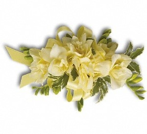 A soft butter yellow fresh corsage perfect for a wrist corsage, pinned on a handbag or attached to a ribbon or chain to create a beautiful floral necklace for mothers of the bride and groom etc