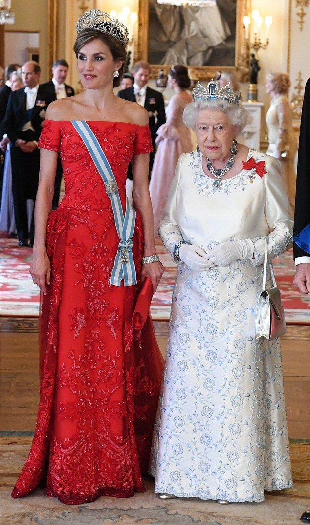 Letizia, The Queen of Spain stunned in a beautiful red dress whilst the Queen of England looked resplendent in a white gown embroidered with soft blue florals