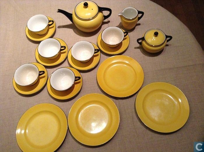 thee servies geheel geel, model Jacoba